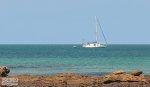 jacht pływający na morzu